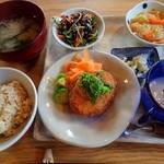 すみれ - 何て豪華なランチ  玄米ご飯最高です