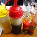 カキ小屋フィーバー - お好みに併せて ポン酢、塩ポン酢、一味唐辛子、ハバネロ で頂ます。