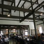 ベリーベリーファーム上田 レストラン - 開放感ある北海道らしさ