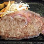 レストランさとう - 牛ロース。セットで1280円はハイCP!前回の誓い通りレアでオーダー。