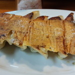 ももちゃんラーメン - チーズ餃子 岩塩で頂きます