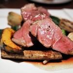 48009117 - NZ産 仔羊モモ肉のロティ ニンニク風味の赤ワインソース