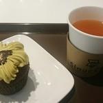 スルークカフェ - ピスタチオのカップケーキと、ルイボスプラムシュガーティー