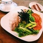 パティスリー カフェ ひかり - アボカドと国産鶏もも肉のオーバーライス¥1,000