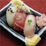 ハーバー ビレッジ - 握り寿司三種