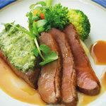 ハーバー ビレッジ - 特選牛フィレ肉のカフェドパリ風と仔鴨胸肉の低温調理 温野菜添え