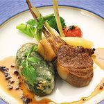 ハーバー ビレッジ - 特選和牛フィレ肉とフレッシュフォアグラのクレピネット包みと仔羊背肉のロースト トリュフソース