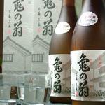 よね蔵 - ドリンク写真:人気銘酒亀の翁
