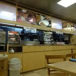 名代 箱根そば - 店内。受け取り窓口が分かれています