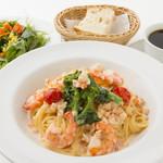 ルース・ロウ - エビと菜の花のクリームソーススパゲッティ