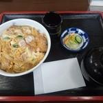海鮮、定食、天ぷらと酒 舟源 - カツ丼(¥800)味噌汁、漬物付きです