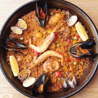 パエージャは、南スペインの海辺のレストランの味を再現!