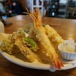 そば 吉里吉里 - 真鱈の白子と野菜の天ざるに海老を加えてもらうことが出来るとのこと・・ちなみに値段は同じなんだそうです。