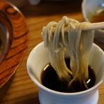 そば 吉里吉里 - 十割蕎麦ですが、殻を除いていると思われます。通常の田舎蕎麦より、かなり上品な味わいです。