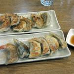 ブンブン餃子 - 6種盛り2皿