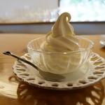 ガーデン・カフェ - ソフトクリーム・・コーンかグラスを選択出来ます。