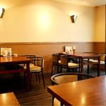 碧亭 - テーブル席主体の落ち着いた雰囲気