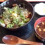 芦屋 串乃宴 - 牛すじ丼(ランチ)