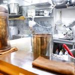 ラーメン巌哲 - キレイな厨房