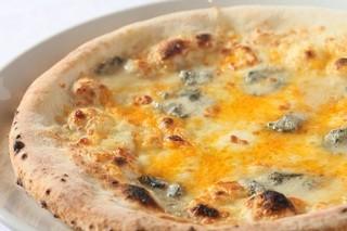 ラ・ベルデ - 【Pizza】クアトロフォルマッジ&アンチョビ