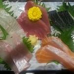 48029985 - 本日の鮮魚5点盛り(1280円)