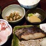ととや市場 結 - 【閉店】銀ダラ西京漬け焼きとミニ刺身定食 税込1300円