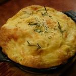 48030543 - トリュフ風味のたっぷりチーズオムレツ