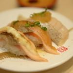 廻転寿司 まぐろ問屋 めぐみ水産 - サーモン炙り三種盛り