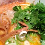 黒椿屋 - 海老味噌麺+パクチー