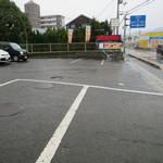 麺屋とうじ - 前は共同の駐車場