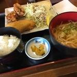 古都うどん店 - 日替り定食  鳥の唐揚げと魚フライ。 サクッとおいしく頂きました (*´ڡ`●)