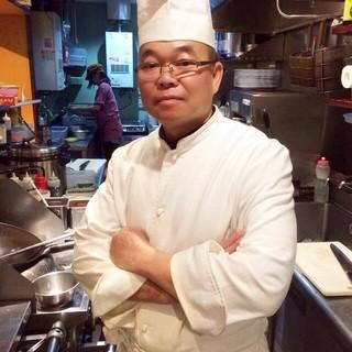 バンコクの超有名店「ソンブーン」よりやってきたナチャダ料理長