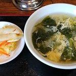 蘭宴 - 蘭宴 @西葛西 刺身盛合せ、ライス、鶏照焼き セットに付くほうれん草・溶き玉子スープと漬物