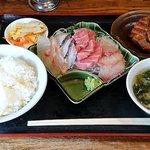 蘭宴 - 蘭宴 @西葛西 刺身盛合せ、ライス、鶏照焼き セット 850円(税込)