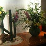 4804714 - 入って直ぐに大きな生花が飾られていました。味も勿論ですが、雰囲気作りも重要です。