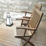 月の花 梟 - 露天の横の休憩の椅子