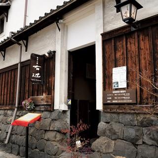 築250年の蔵を改装した店内