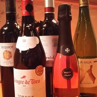 種類豊富なワインとドリンクご用意しております。