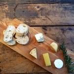 ドットキッチンアンドバー - チーズ盛り合わせ