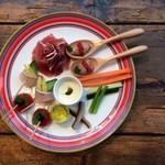 ドットキッチンアンドバー - 前菜盛り合わせの一例