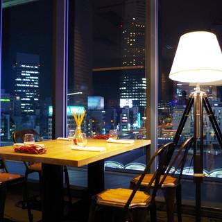 日々変わり行く渋谷駅を見下ろせる開放的な空間