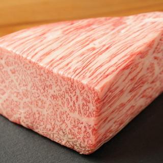 えっ!?お通しが松阪牛。最高級松阪牛のステーキをどうぞ♪