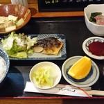 shunsaishuzakanamikan - 和定食:造り、しまホッケ塩焼、すっぽん風若鶏豆腐煮