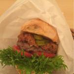 ライチャス - 黒毛和牛バーガー デミグラスソース