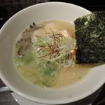 48056822 - 「鶏白湯ラーメン元味」750円(極細ストレート麺 あっさりスープ)