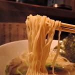 48056828 - 極細麺ストレート麺、加水率は中低級。小麦の香りが良いキメ細かな肌