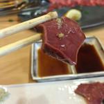 やきにく ホルモン 壱番 - ハツ刺しはポン酢、醤油、わさび、土生姜などで食べる(o^^o)
