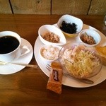 Cafe おひげ - 料理写真:ホットコーヒー+モーニングサービス400円