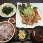 大戸屋 - 料理写真:鶏の青柚子こしょう炭火焼き定食+ほうれん草の胡麻和え