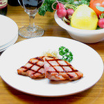 ビッグ・ジョー - 贅沢な厚切りの食べごたえとジューシーさ抜群のBigJoe特製「炭火焼厚切りベーコン」450円(税込)